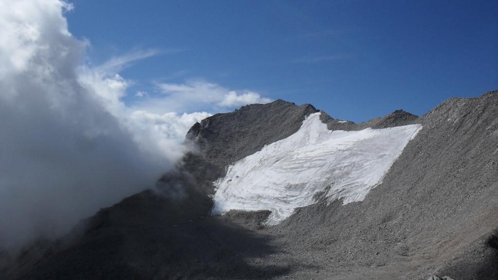 Ледник на южной стороне пика Мунку